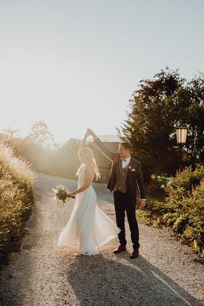 natürliches Hochzeitsfoto, Brautpaarshooting im gegenlicht,  Ivory Rose Photography