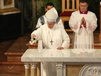 Papa: liturgia, fonte e ápice de vida eclesial e pessoal repleta de fraternidade