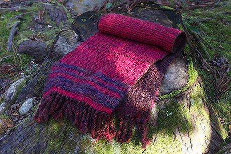 手織り_リバーシブルマフラー(_´-`_) 外で撮影してみました。__イオンモー