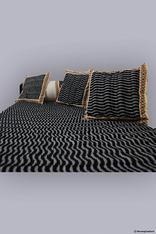 Pochampally Ikkat Black Colour Handwoven Diwan Set (6 Piece Set)