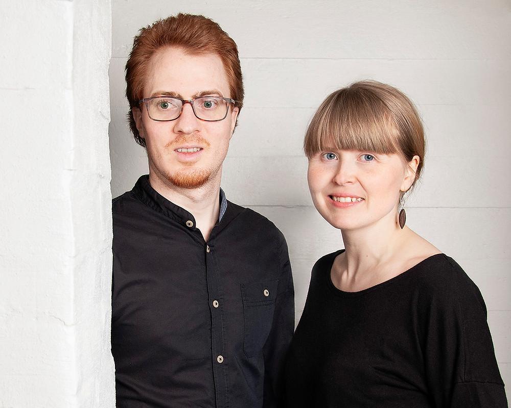 Potrettikuva Susanna ja Tobias Feuerbacherista, vuoden koru -suunnittelijoista.