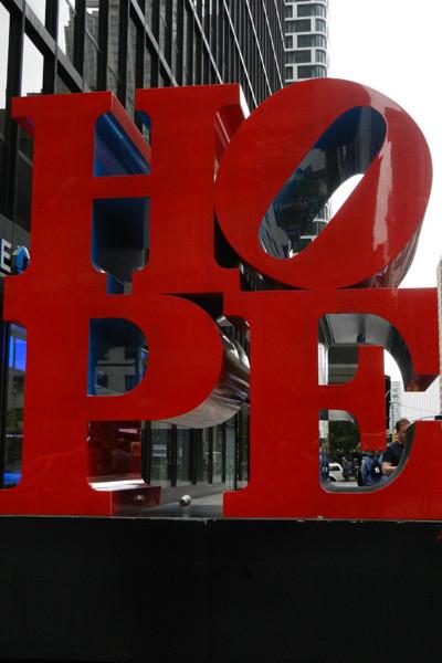 Sculpture Hope par Robert Indiana
