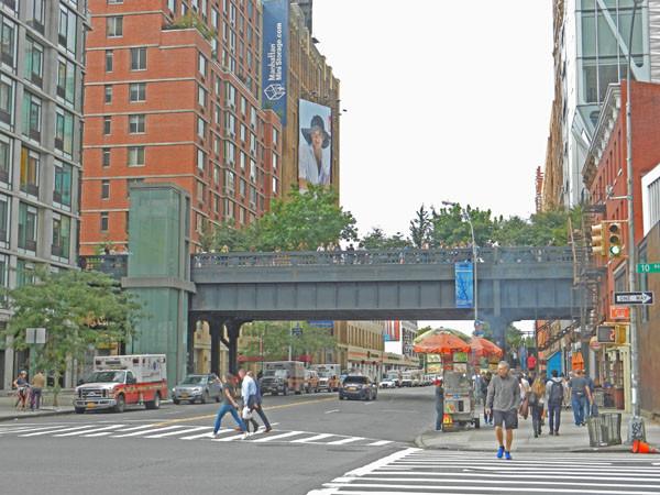 Highline vue d'en bas sur la 23e rue