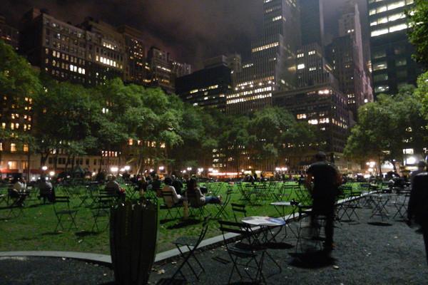 Bryant Park le soir, New York