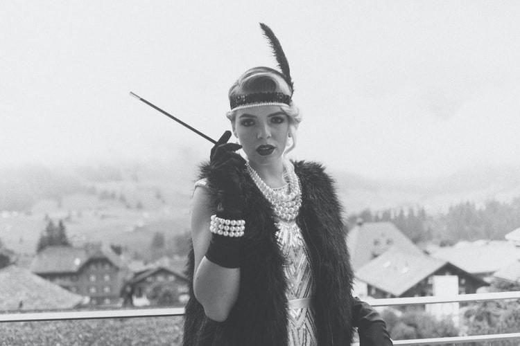 chica-disfrazada-años-20-gatsby
