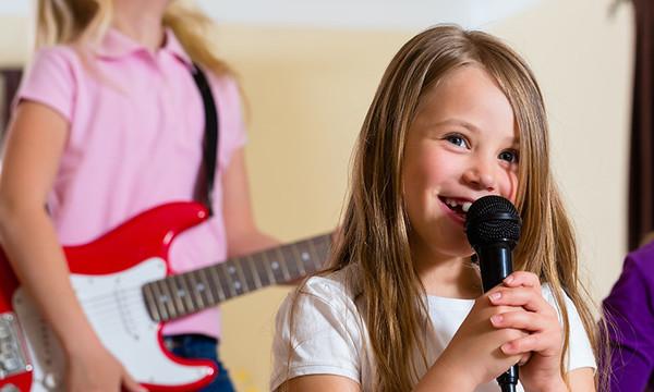 girl-singing-karaoke-in-quarantine