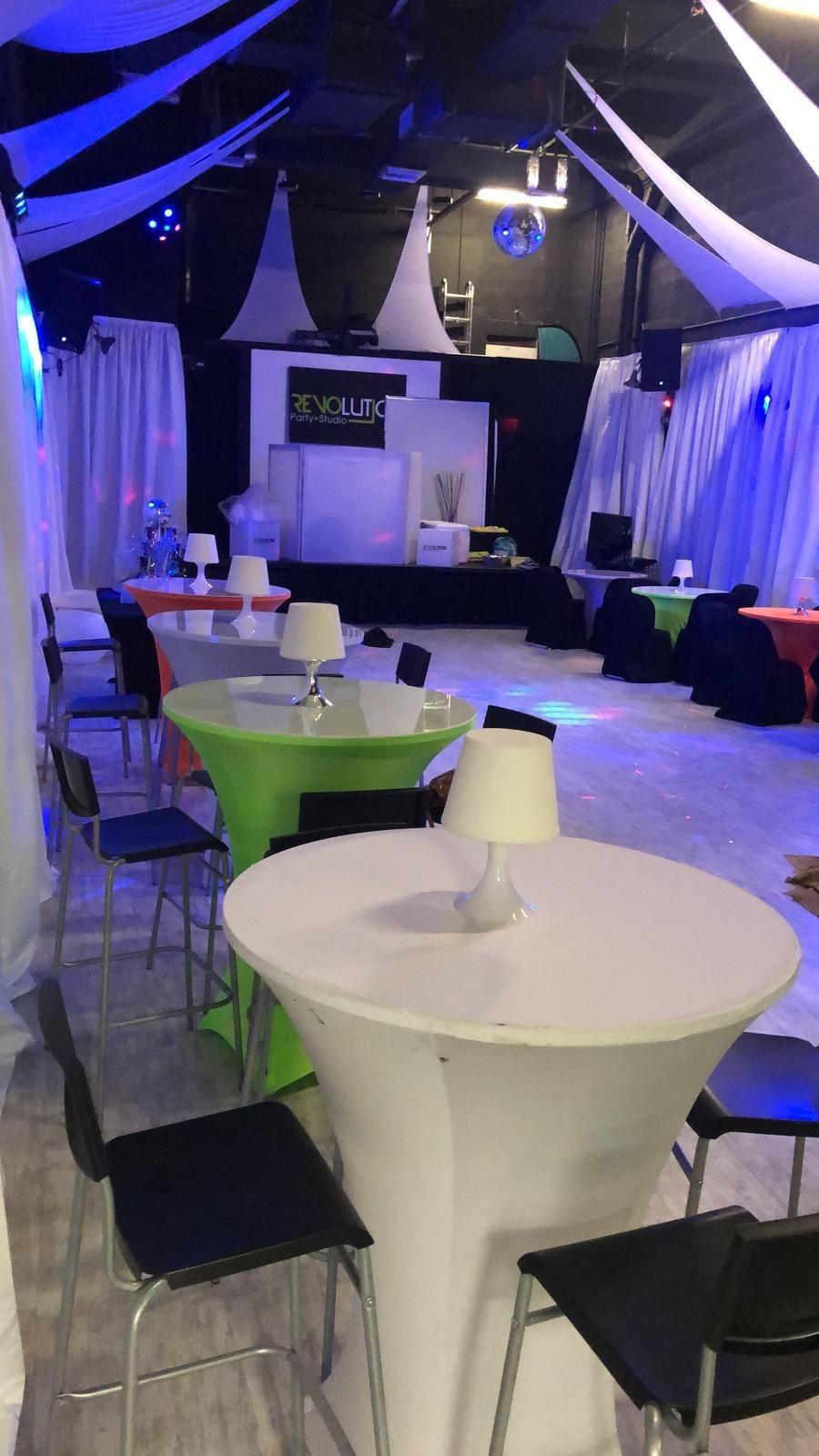 Salon de fiesta revolution party studio