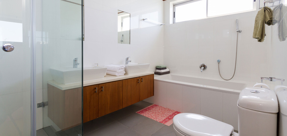 Bathroom-1002.jpg