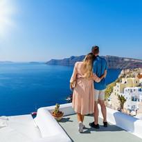 romantic-holida-greece-couple-santorini.