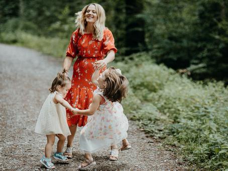 L'approche parentale : réconforter, jouer et enseigner