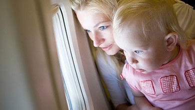 Voyager en avion avec son enfant