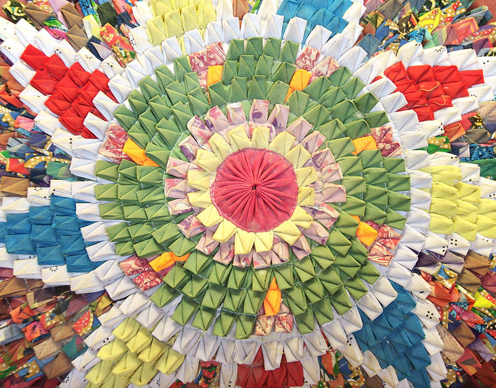 Handmade-circular-rug-with-floral-patter
