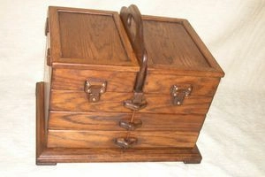 Jewellery desgners display box to exhibit samples.