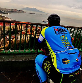 Ammirando Vesuvio Belvedere of Sant'Antonio in Posillipo, with irentbike.comcon irentbi