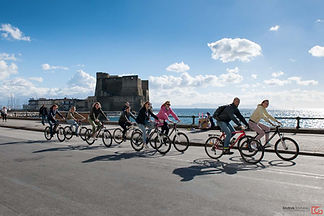 bike tours Castel dell'Ovo Napoli by irentbike.it