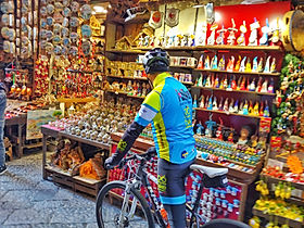 Bike tours Naples shortly, visit San Gregorio Armeno, by irentbike.com