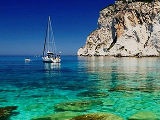 On the island of Ischia by sailing boat during the Boat and bike tour, by irentbike.com