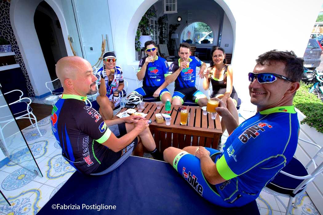 Stop coffee break during bike tour.