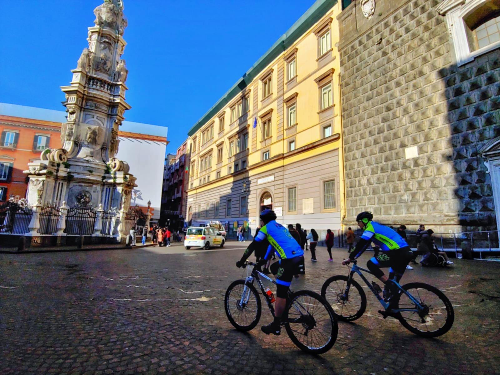 Bike tour Piazza del Gesù.