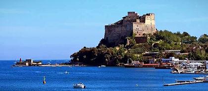 Cyclo tour Campi flegrei, visita al Castello aragonese di Baia, con irentbike.it