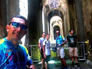 Piscina Mirabilis visira durante il bike tour di irentbike.it