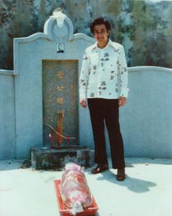 Chris Chan at Ip Man gravesite