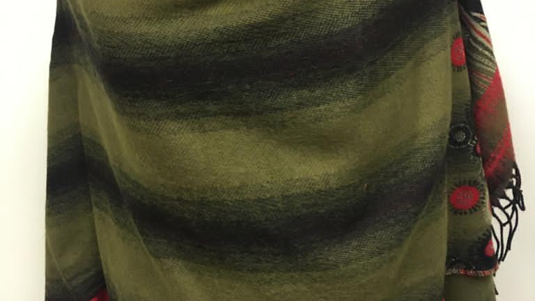 Poncho vert/noir/rouge