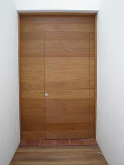 Puerta exterior lacada al natural