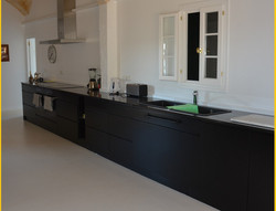Cocina larga color negro