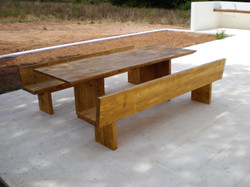 Conjunto de mesa con bancos