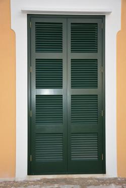 Persiana de puerta color verde Menorca