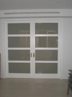 Puerta interior doble cristalera corredera lacada en blanco