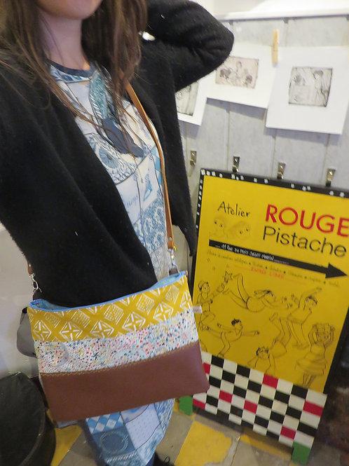 Grand sac pochette moutarde Liberty étoiles 1