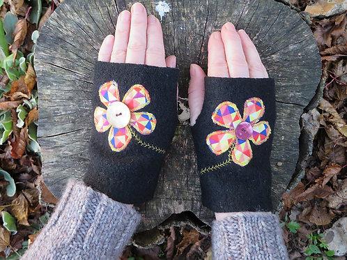 Mitaines noires fleurs kaléi