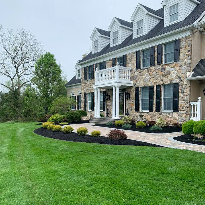 Home with Manicured Lawn and Mulch Bed