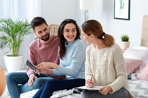 Pregnant couple and doula with ultrasoun