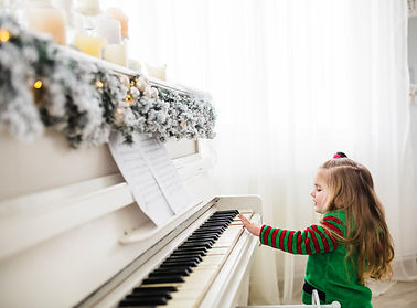 girl-playing-piano-christmas.jpg