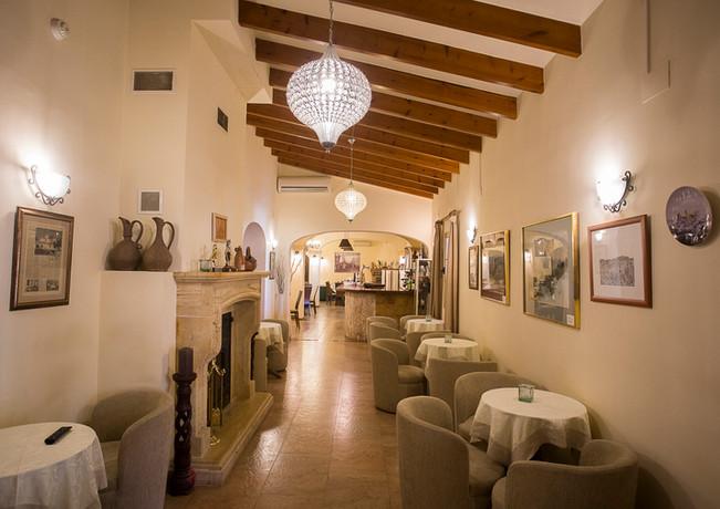 hotel cafe bar