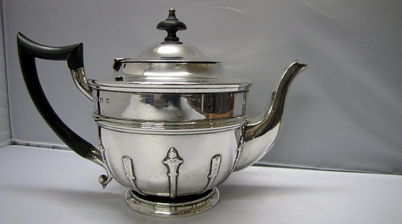 SILVER TEAPOT. WILLIAM AITKIN BIRMINGHAM 1903