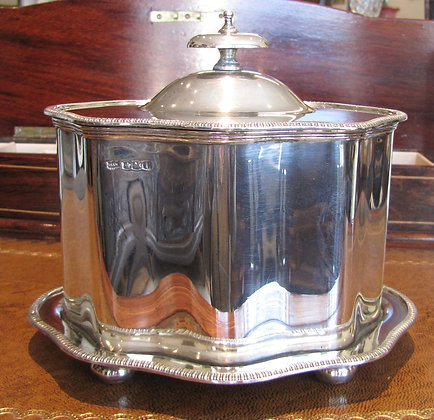 Mappin & Webbsterling silver biscuit box 1928