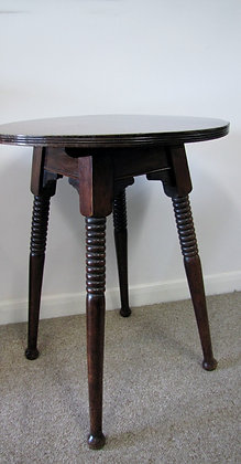ARTS AND CRAFTS CIRCULAR SIDE TABLE