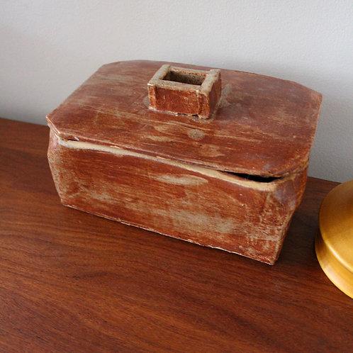 Naive pottery box