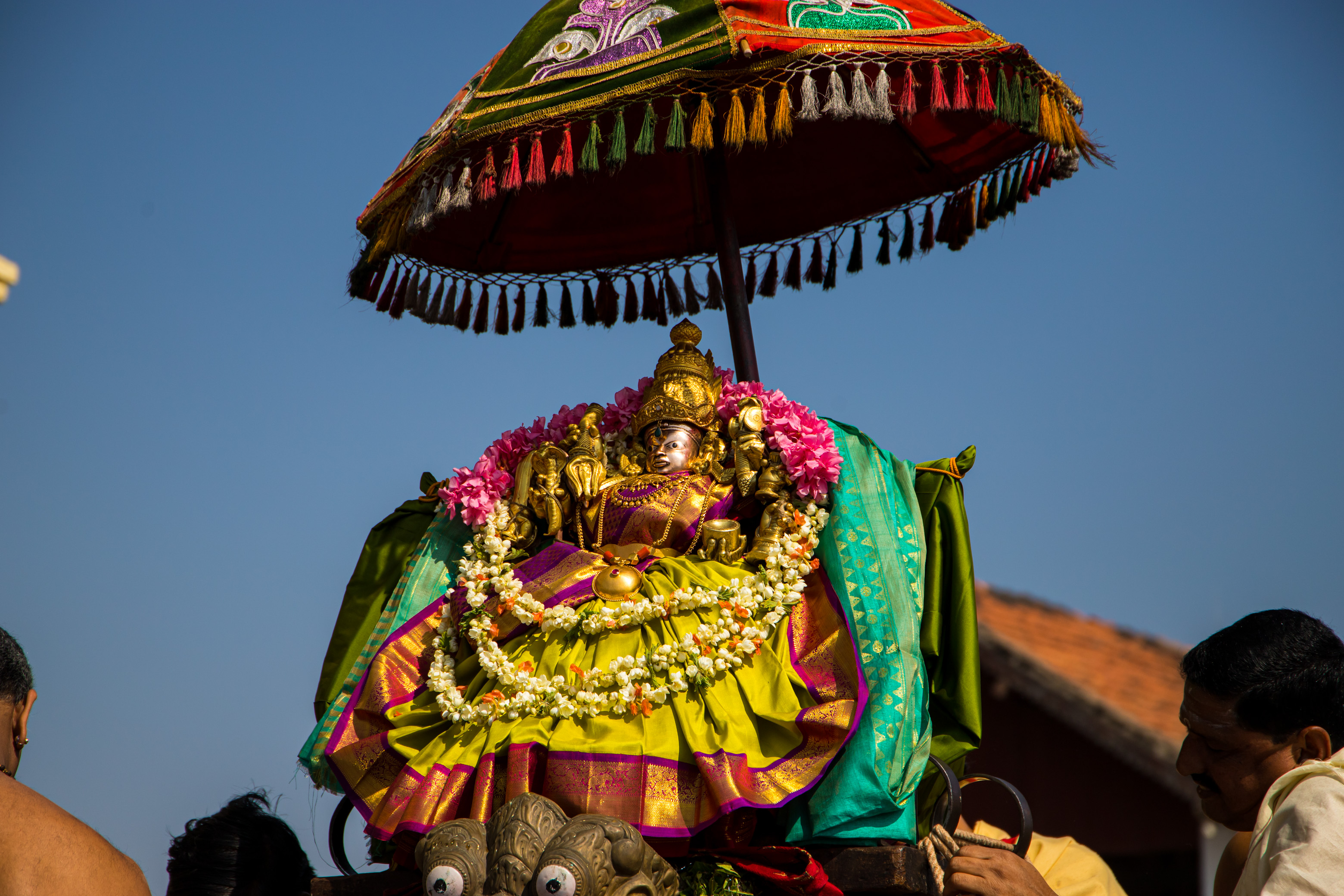 Chamundi Temple, Parade to celebrate the deities