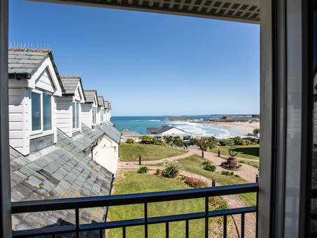 2 Bedroom Apartment with Breathtaking Views of Fistral Beach