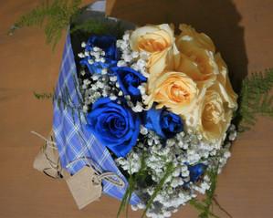 Ramo rosas azules y salmón