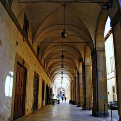 Logge Vasari, Piazza Grande