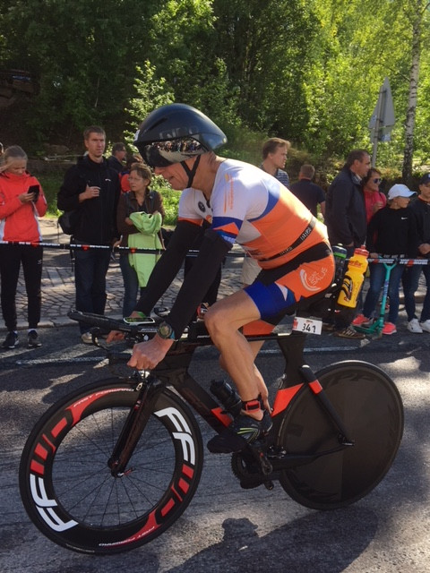 Seppo Aaltonen on juuri aloittamassa 90 km pyöräilyosuuttaan.