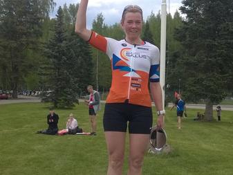 Tiina Puranen mukana Tuusulanjärvi  triathlonissa 4.6.2017
