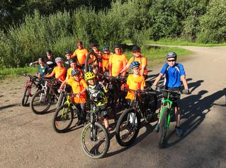 Liikunnan riemua JäPy:n lasten maastopyöräilykoulussa