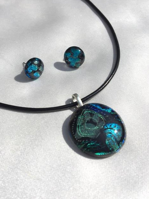 """Cyberpunk Paws"" medium pendant and small stud set"